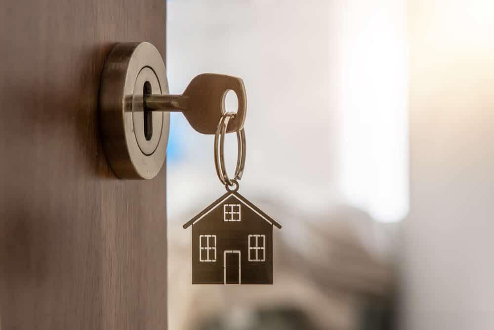 clé sur porte